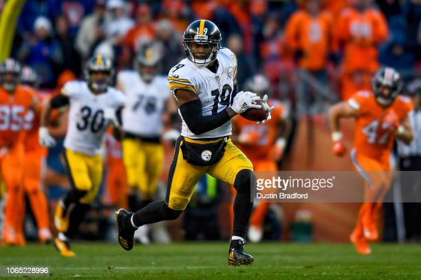 Wide receiver JuJu SmithSchuster of the Pittsburgh Steelers runs after a catch before scoring on a 97 yard catch and run in the third quarter of a...