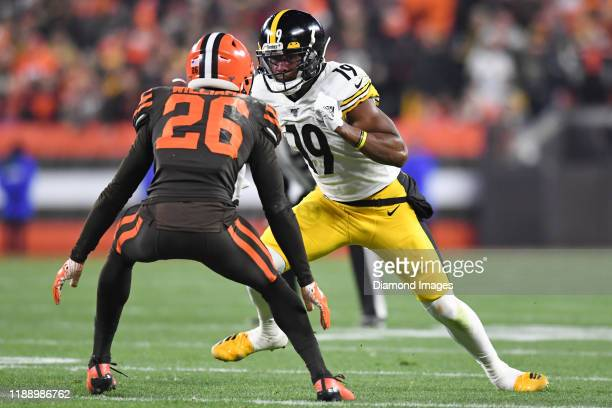 Wide receiver JuJu SmithSchuster of the Pittsburgh Steelers runs a route against cornerback Greedy Williams of the Cleveland Browns in the first...
