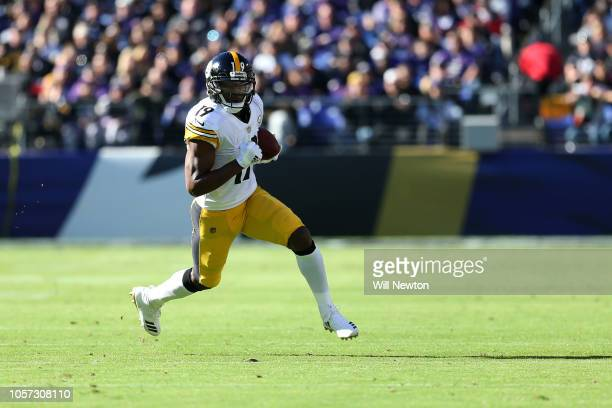 Wide Receiver JuJu SmithSchuster of the Pittsburgh Steelers runs with the ball in the second quarter against the Baltimore Ravens at MT Bank Stadium...
