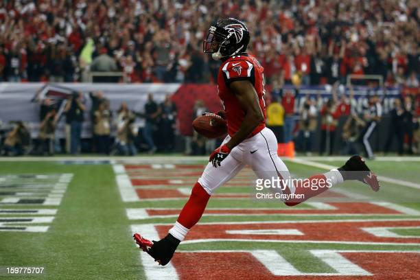 Wide receiver Julio Jones of the Atlanta Falcons catches a 46yard touchdown in the first quarter against the San Francisco 49ers in the NFC...