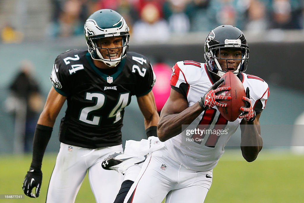 Wide receiver Julio Jones #11 of the Atlanta Falcons catches a pass for a second quarter touchdown in front of cornerback Nnamdi Asomugha #24 of the Philadelphia Eagles at Lincoln Financial Field on October 28, 2012 in Philadelphia, Pennsylvania.