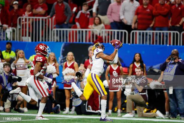 Wide receiver Justin Jefferson of the LSU Tigers catches a touchdown in the second quarter over safety Justin Broiles of the Oklahoma Sooners during...