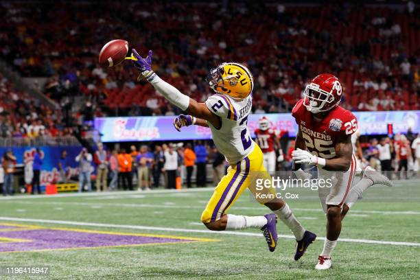 Wide receiver Justin Jefferson of the LSU Tigers fails to catch a pass over safety Justin Broiles of the Oklahoma Sooners during the ChickfilA Peach...