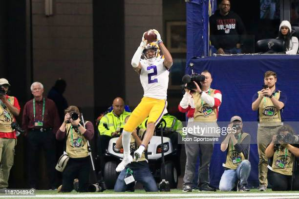 Wide receiver Justin Jefferson of the LSU Tigers leaps for the touchdown pass during the SEC Championship Game between the UGA Bulldogs and the LSU...