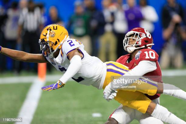 Wide receiver Justin Jefferson of the LSU Tigers stretches his arm out for the touchdown during the Peach Bowl game between the LSU Tigers and the...