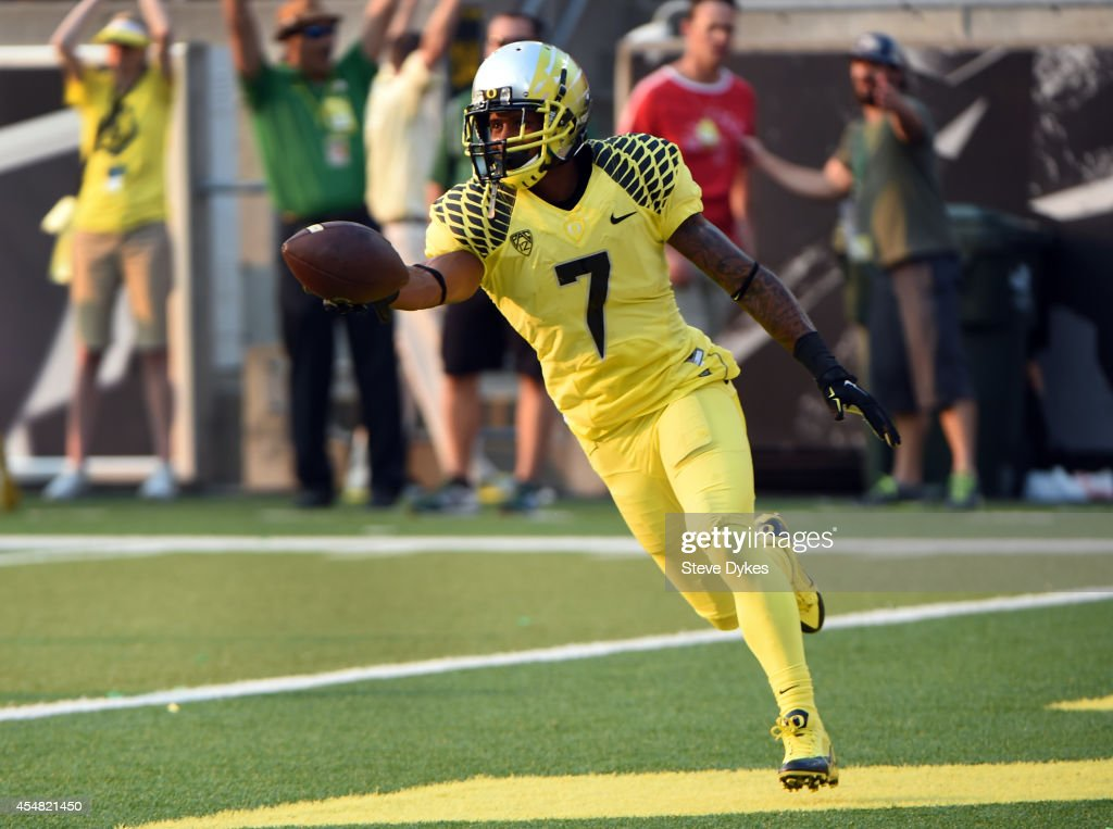 Wide receiver Keanon Lowe #7 of the Oregon Ducks scores a touchdown during the third quarter of the game against the Michigan State Spartans at Autzen Stadium on September 6, 2014 in Eugene, Oregon. Oregon won the game 46-27.