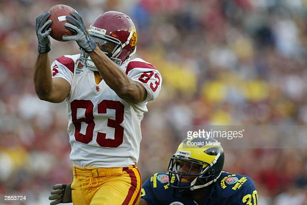 Wide receiver Keary Colbert of the USC Trojans pulls in a catch during the 2004 Rose Bowl game against the Michigan Wolverines on January 1 2004 at...