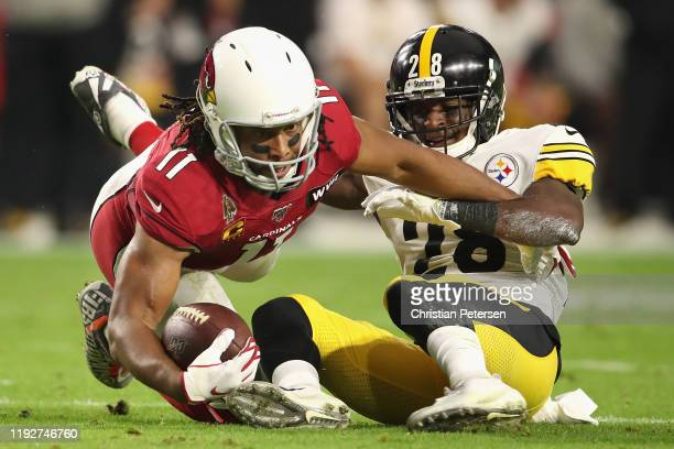 Wide receiver Larry Fitzgerald of the Arizona Cardinals makes a reception ahead of cornerback Mike Hilton of the Pittsburgh Steelers during the first...