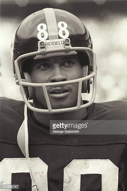 Wide receiver Lynn Swann of the Pittsburgh Steelers on the sideline during a game at Three Rivers Stadium circa 1974 in Pittsburgh, Pennsylvania.