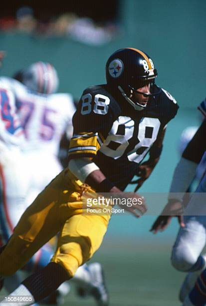 Wide Receiver Lynn Swann of the Pittsburgh Steelers runs a pass rout against the Houston Oilers during an NFL football game circa 1978 at Three...