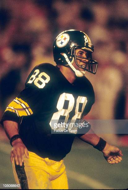 Wide Receiver Lynn Swann of the Pittsburgh Steelers runs a pass route during NFL football game circa 1978 at Three Rivers Stadium in Pittsburgh...
