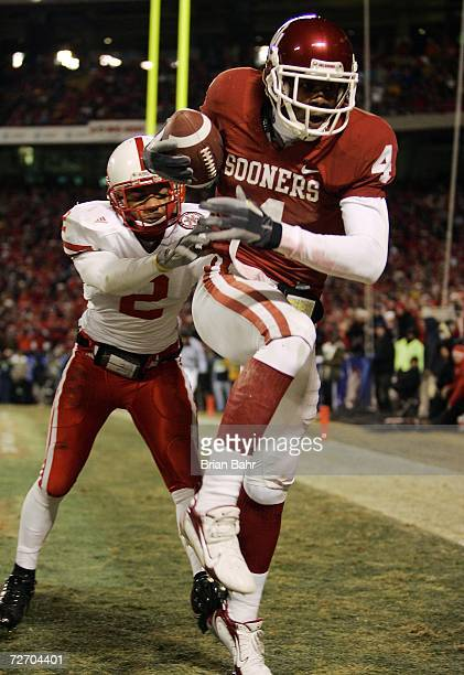 Wide receiver Malcolm Kelly of the Oklahoma Sooners catches a pass for a touchdown against cornerback Cortney Grixby of the Nebraska Cornhuskers in...