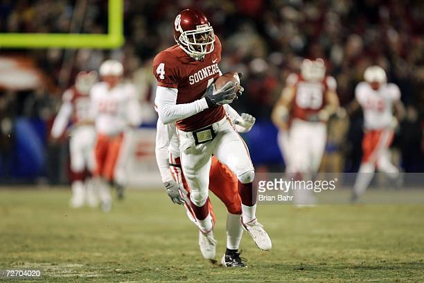 Wide receiver Malcolm Kelly of the Oklahoma Sooners pulls in a long pass for a touchdown against the Nebraska Cornhuskers in the first quarter during...
