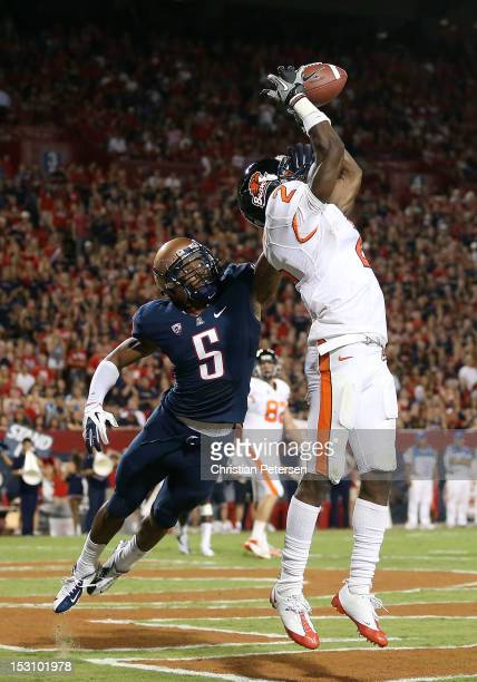 wide receiver Markus Wheaton of the Oregon State Beavers catches a 2 yard touchdown reception over cornerback Shaquille Richardson of the Arizona...