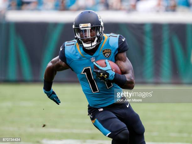 Wide Receiver Marqise Lee of the Jacksonville Jaguars on a catch play during the game against the Cincinnati Bengals at EverBank Field on November 5...