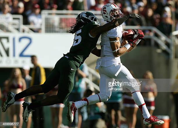 Wide receiver Michael Rector of the Stanford Cardinal makes a 43yard catch against the Michigan State Spartans in the first quarter of the 100th Rose...