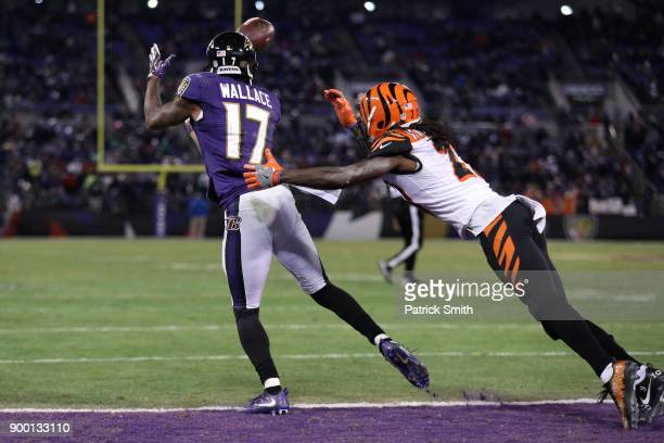 Wide Receiver Mike Wallace of the Baltimore Ravens catches a touchdown in the fourth quarter against the Cincinnati Bengals at MT Bank Stadium on...