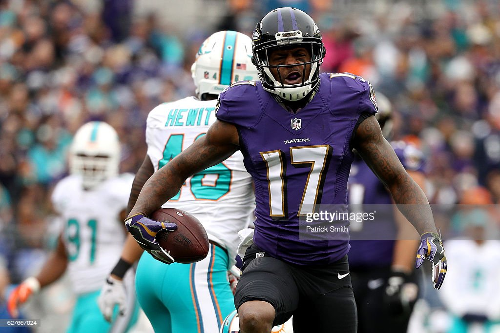 Wide receiver Mike Wallace #17 of the Baltimore Ravens reacts after making a catch against the Miami Dolphins in the first quarter at M&T Bank Stadium on December 4, 2016 in Baltimore, Maryland.