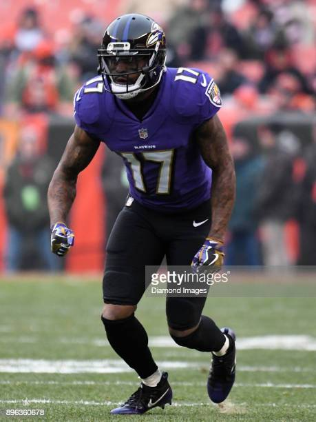 Wide receiver Mike Wallace of the Baltimore Ravens runs a route in the first quarter of a game on December 17 2017 against the Cleveland Browns at...