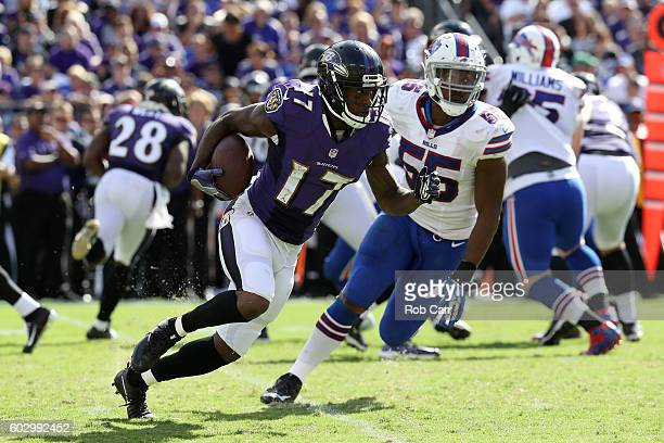 Wide receiver Mike Wallce of the Baltimore Ravens runs with the ball in the second half of the Buffalo Bills vs the Baltimore Ravens game at MT Bank...