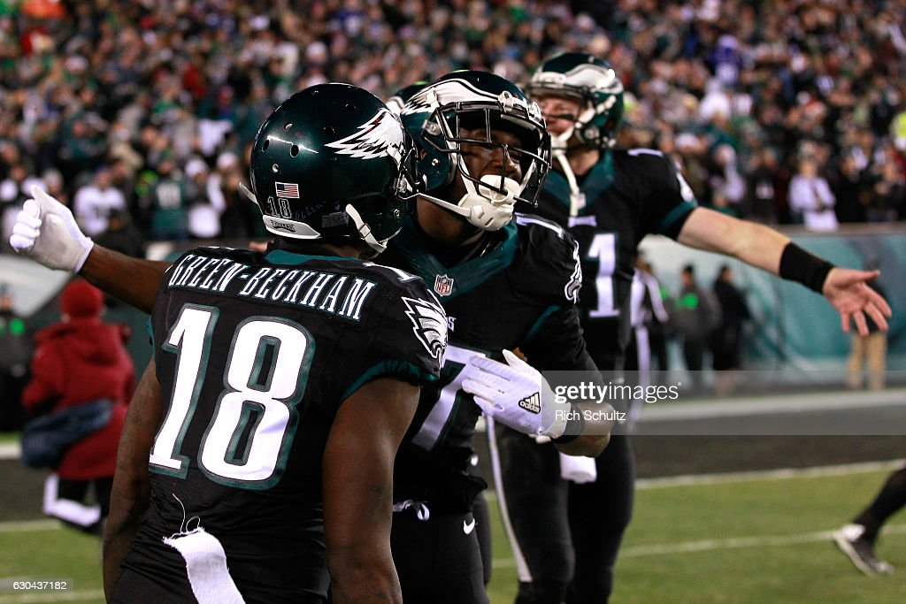 Wide receiver Nelson Agholor #17 of the Philadelphia Eagles celebrates with his teammates after scoring a 40 yard touchdown against the New York Giants during the second quarter of the game at Lincoln Financial Field on December 22, 2016 in Philadelphia, Pennsylvania.