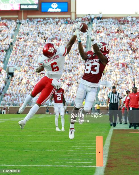 Wide receiver Nick Basquine of the Oklahoma Sooners tries to make a catch in front corner back Damarion Williams of the Houston Cougars at Gaylord...