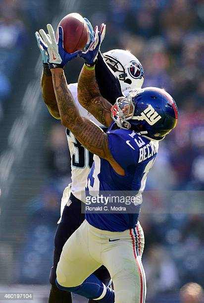 Wide receiver Odell Beckham Jr #13 of the New York Giants catches a pass as Jason McCourty of the Tennessee Titans defends duringa NFL game at LP...