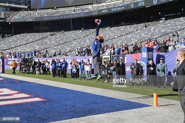 Wide Receiver Odell Beckham Jr #13 of the New York Giants makes a onehand catch in warmups before the game against the New York Jets at MetLife...