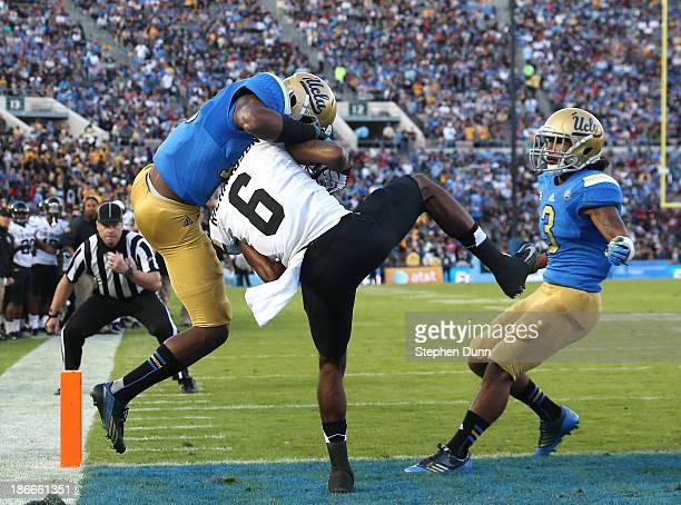 Wide receiver Paul Richardson of the Colorado Buffaloes makes a seven touchdown catch between defensive backs Fabian Moreau and Randall Goforth of...
