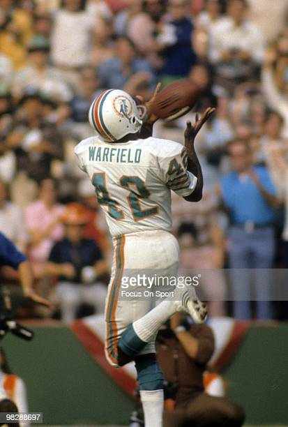 Wide receiver Paul Warfield catches a pass against the Washington Redskins January 14, 1973 during Super Bowl VII at the Los Angeles Memorial...