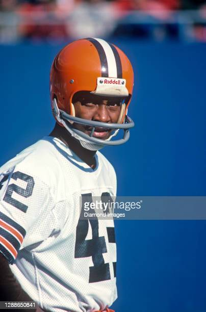 Wide receiver Paul Warfield of the Cleveland Browns on the field prior to a game against the New York Giants at Giants Stadium on November 20, 1977...