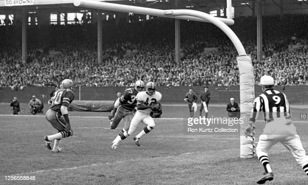 Wide receiver Paul Warfield of the Cleveland Browns scores a touchdown during a game against the Dallas Cowboys on November 2, 1969 at Cleveland...