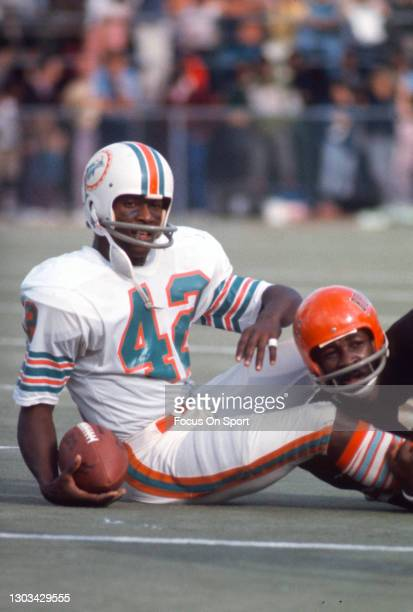 Wide receiver Paul Warfield of the Miami Dolphins in action against the Cincinnati Bengals during an NFL football game circa 1970 at the Orange Bowl...