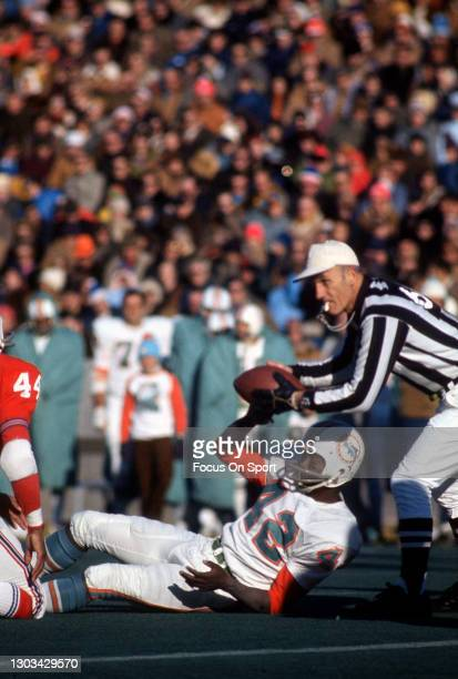 Wide receiver Paul Warfield of the Miami Dolphins in action against the New England Patriots during an NFL football game circa 1971 at Schaefer...