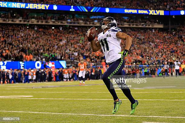 Wide receiver Percy Harvin of the Seattle Seahawks runs for 30 yards during Super Bowl XLVIII at MetLife Stadium against the Denver Broncos on...