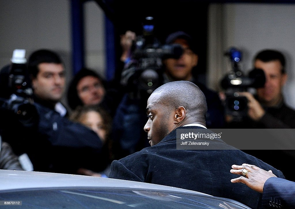 Plaxico Burress Turns Himself In to Police in New York : News Photo