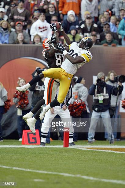 Wide receiver Quincy Morgan of the Cleveland Browns connects on a long pass for a touchdown from quarterback Tim Couch beating cornerback Dewayne...
