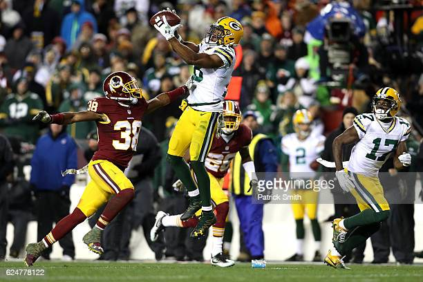 Wide receiver Randall Cobb of the Green Bay Packers makes a catch past cornerback Kendall Fuller of the Washington Redskins in the third quarter at...
