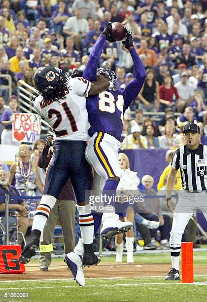 Wide receiver Randy Moss of the Minnesota Vikings catches a touchdown pass while being defended by RW McQuarters of the Chicago Bears in the second...
