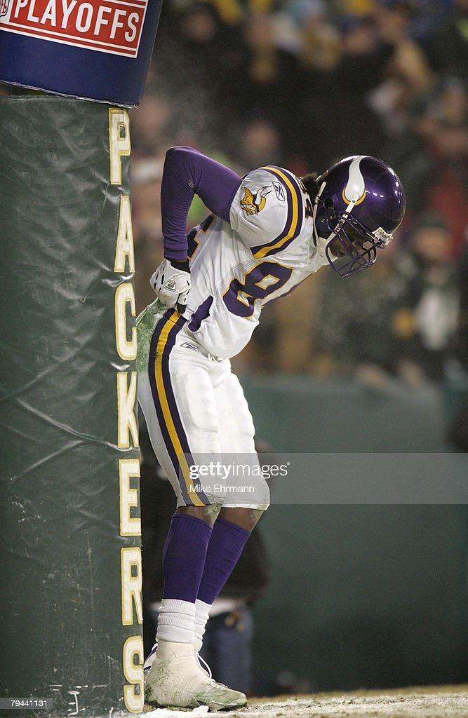 2004 NFC Wild Card Playoff Game - Minnesota Vikings vs Green Bay Packers - January 9, 2005 : News Photo