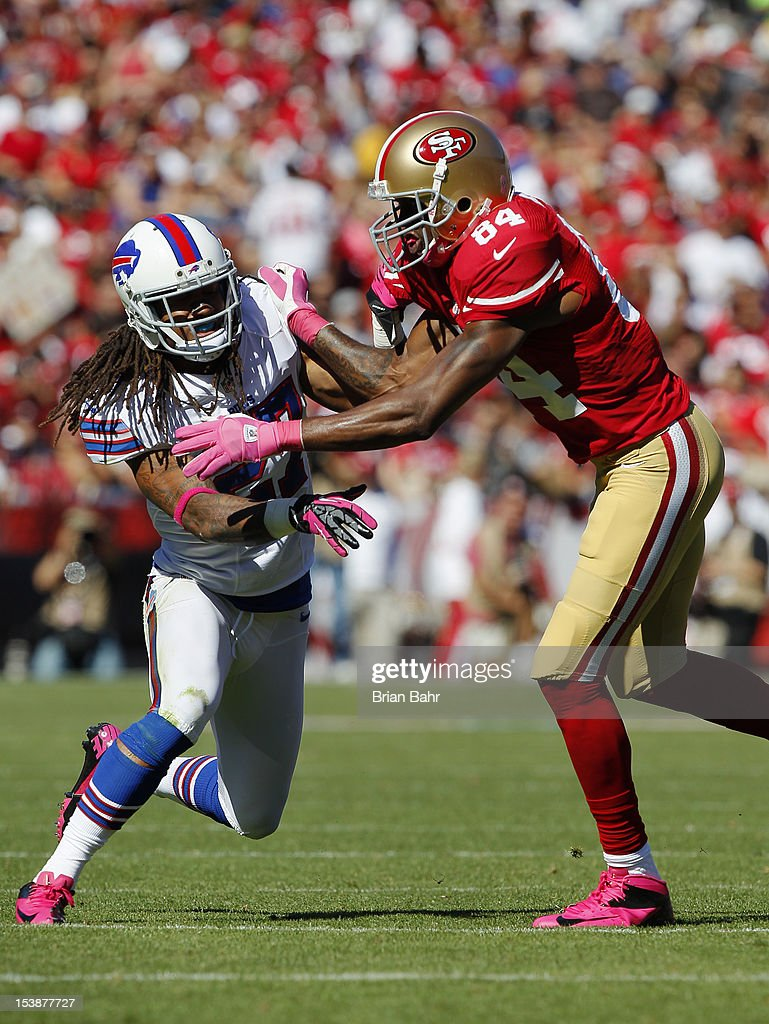 e1772063bee Wide receiver Randy Moss of the San Francisco 49ers works against ...
