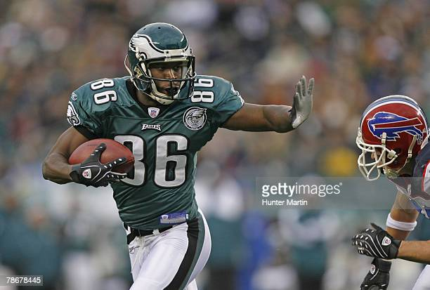 Wide receiver Reggie Brown of the Philadelphia Eagles runs after catching a pass during a game against the Buffalo Bills on December 30, 2007 at...