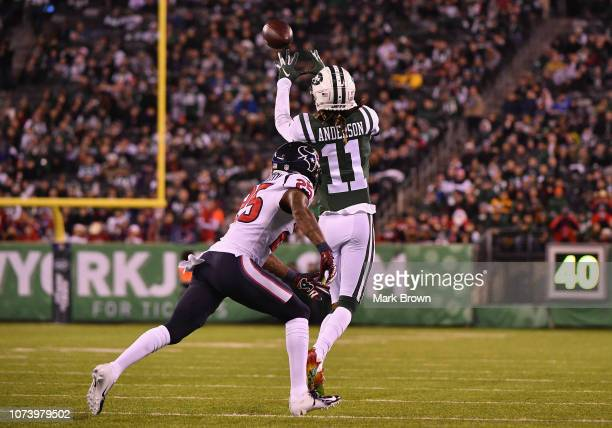 Wide receiver Robby Anderson of the New York Jets makes a catch against strong safety Kareem Jackson of the Houston Texans in the first half at...