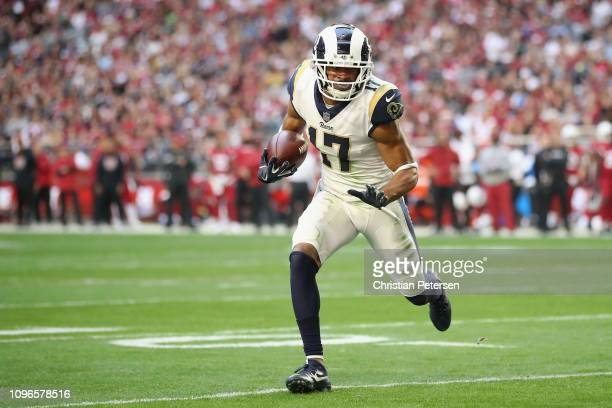 Wide receiver Robert Woods of the Los Angeles Rams carries the football against the Arizona Cardinals during the NFL game at State Farm Stadium on...
