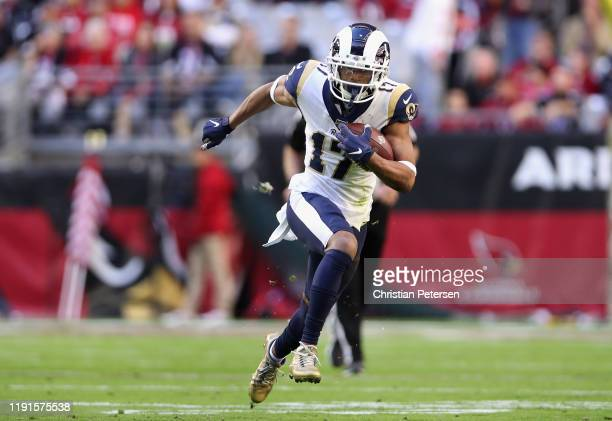 Wide receiver Robert Woods of the Los Angeles Rams runs with the football against the Arizona Cardinals during the first half of the NFL game at...