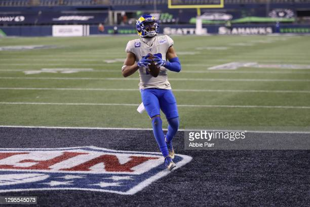 Wide receiver Robert Woods of the Los Angeles Rams rushes for a touchdown during the fourth quarter of the NFC Wild Card Playoff game against the...