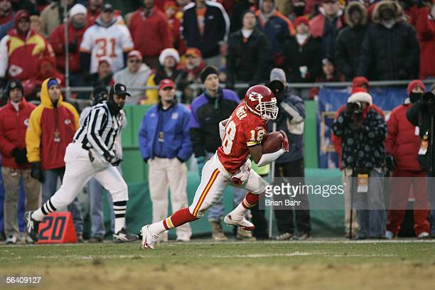 Wide receiver Samie Parker of the Kansas City Chiefs carries the ball against the Denver Broncos at Arrowhead Stadium on December 4 2005 in Kansas...