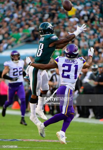 Wide receiver Shelton Gibson of the Philadelphia Eagles makes a catch against cornerback Mike Hughes of the Minnesota Vikings during the second...