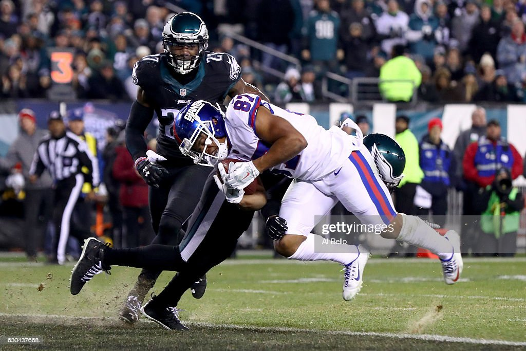 Wide receiver Sterling Shepard #87 of the New York Giants scores a 13 yard touchdown against the Philadelphia Eagles during the second quarter of the game at Lincoln Financial Field on December 22, 2016 in Philadelphia, Pennsylvania.