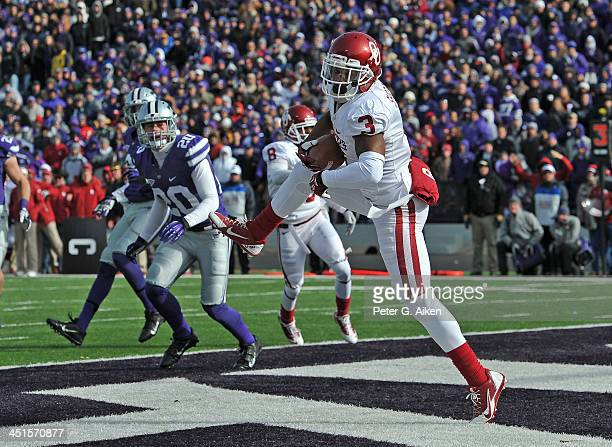 Wide receiver Sterling Shepard of the Oklahoma Sooners catches a 12-yard touchdown pass against the Kansas State Wildcats during the first half on...